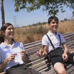 Travesuras con Jordi y Ainara!! Le meten un puño por el coño y la lian en el pueblo de Jordi.